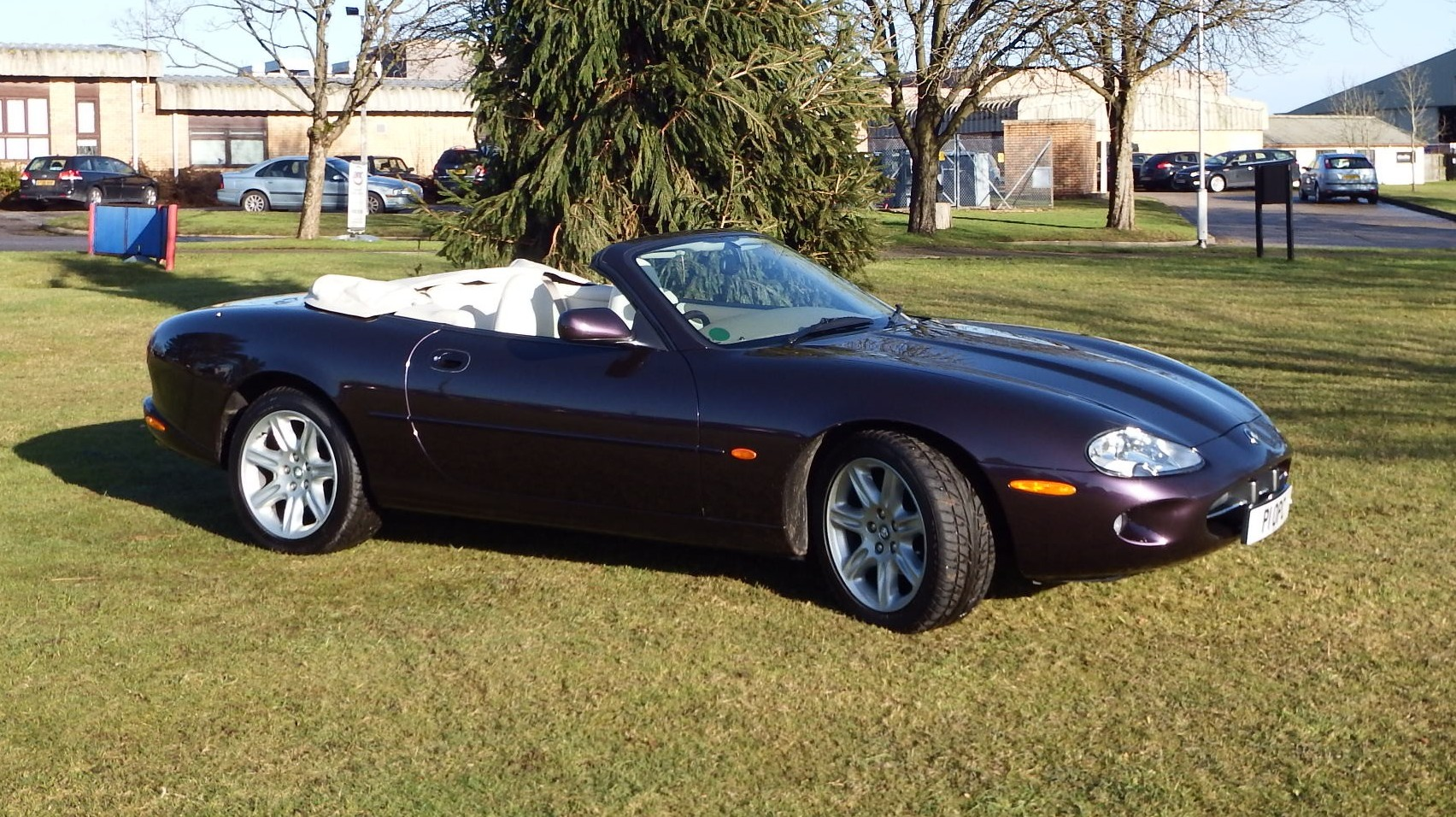 jaguar xk8 4 litre convertible xjs xj from kwe cars. Black Bedroom Furniture Sets. Home Design Ideas