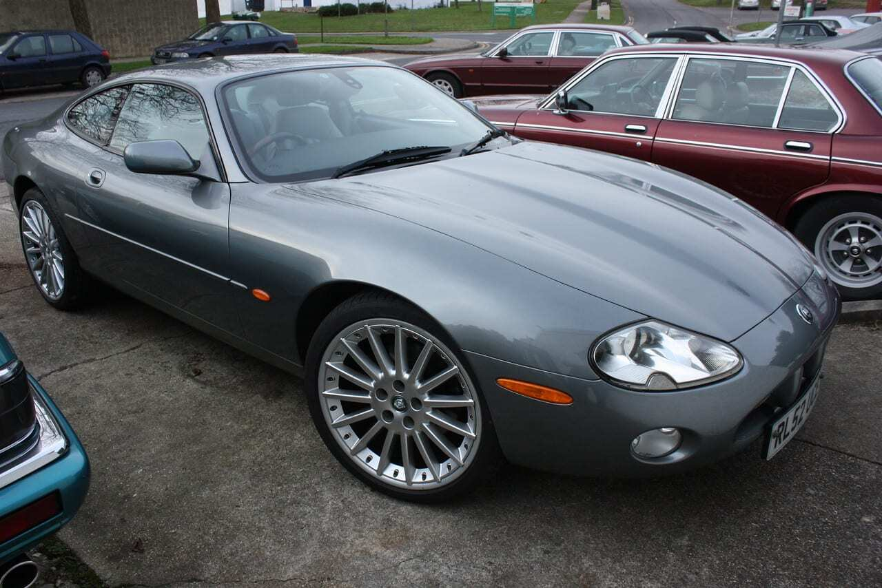 jaguar xk8 a future modern classic xjs xj from kwe cars. Black Bedroom Furniture Sets. Home Design Ideas